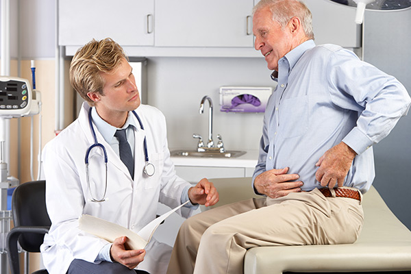 Image of man speaking with doctor about his hip