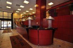 2544 Montrose Kindred Lobby 1