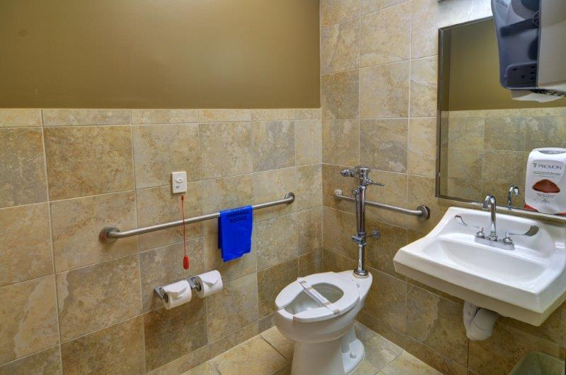 Patient_Bathroom_1_61108_Kindred_Hospital_Dallas_RESHOOOT